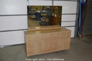 9 Drawer Dresser w/Mirror
