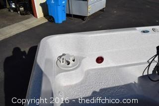 Like New 2 Person Sunsational Spa w/Cover-Runs on 110volts