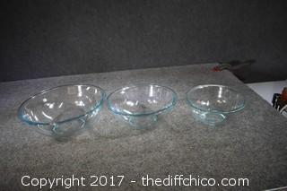 3 Stacking Pyrex Bowls