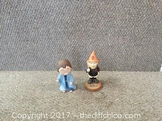 2 figurines