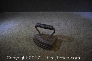 Vintage Cast Iron w/Iron Trivet