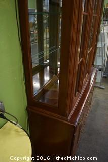 2 Piece Broyhill Hutch w/Glass Shelves, Side Glass & Lights