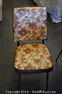 Vintage Table, 4 Chairs & 1 Leaf