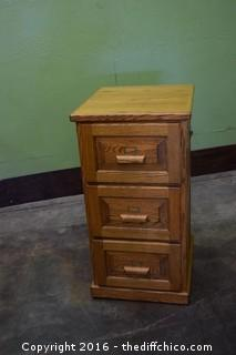 Oak 3 Drawer File Cabinet w/Key