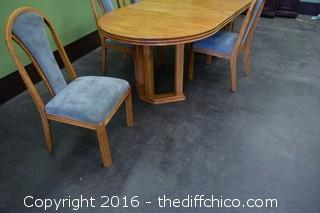 Oak Table w/5 Chairs & 2 Leafs