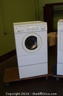 GE Washer & GE Gas Dryer w/Pedestals