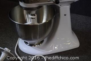 Working Kitchen Aid Mixer w/Attachments