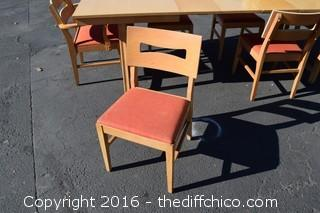 Vintage Table w/Pop Up Leaf, 2 Removal Leafs & 6 Chairs