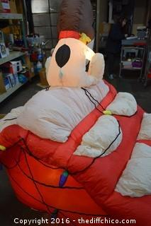 Working Blow Up Snoopy Christmas House