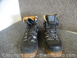 The Art Company Boots 10 1 needs repair