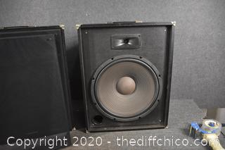 Pair of Realistic Speakers