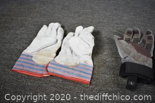 2 Pair of Gloves