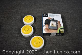 NIB Digital Photo Album plus 3 Happy Face Lights