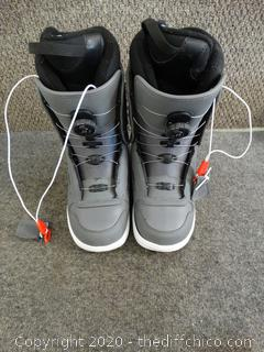 Vans Ski Boots - Size 9, Appears New