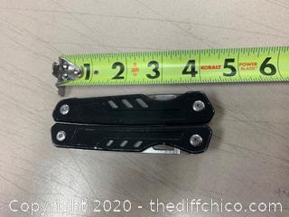 Black Multi-Tool (J79)