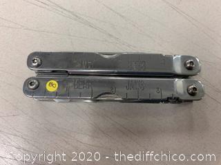 Silver Multi-Tool (J80)