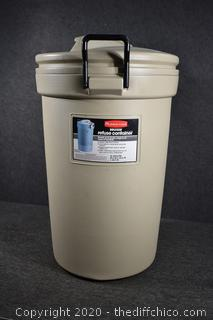 32 Gallon Rubbermaid Trash Container w/Lid