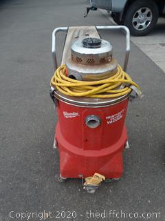 Working Milwaukee Heavy Duty Wet and Dry Vacuum