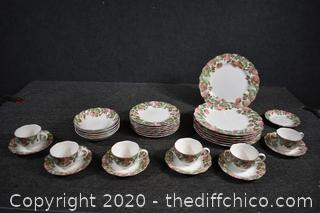 32 Pieces of Nikko Dishes Dena Pattern