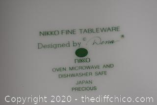 32 Pieces of Nikko Dishes Dena Pattern