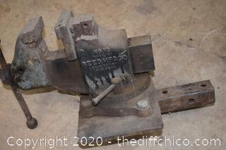 Reed No. 1C 4in Vise w/Trailer Hitch