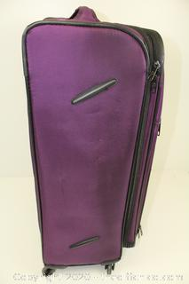 """Skyline 21"""" Carry On Spinner Suitcase"""