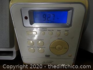 IPOD Radio With Speakers
