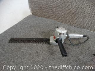Black & Decker Utility Hedge Trimmer Works