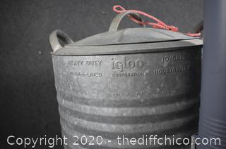 Igloo Aluminum 10 Gal Water Can w/water cups