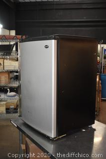 Working Sanyo Refrigerator