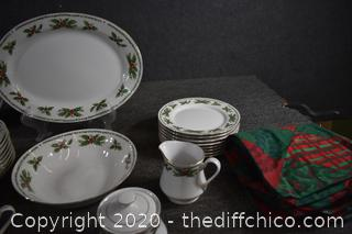 46 Pieces of Christmas Dish Set