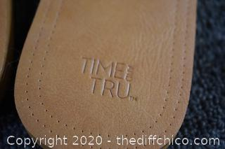 Pair of Time and Tru Sandals size 7/8