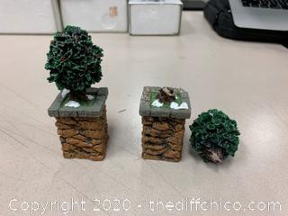 Department 56 Accessory STONE CORNER POSTS W/HOLLY TREE (J18)