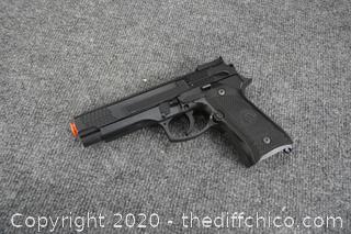 Air Soft Gun No Clip works