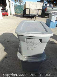 2 Sterilite Tubs With Lids