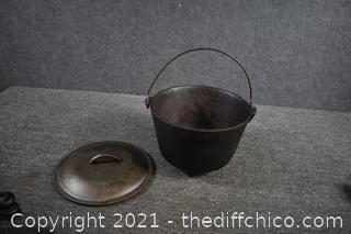 Footed Cast Iron Pot w/lid