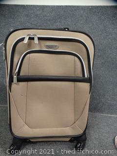 """Rolling Swivel Wheels  Dockers Suitcase 21"""" x 14"""" x 8"""""""