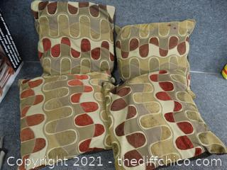 4 Decretive Pillows