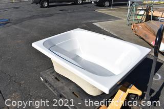 New White Jacuzzi Bath Tub