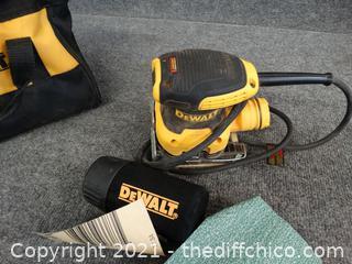 DeWalt Finishing Sander in bag Works
