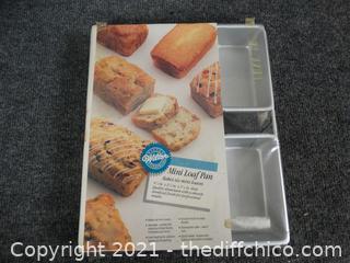 Wilton Mini Loaf Pan NEW