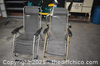 2 Folding Lounge Chairs