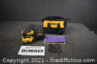 Working Dewalt Finishing Sander w/bag