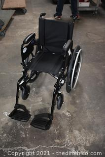 Great Condition Folding Wheel Chair - seat measures 15in