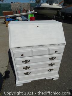 White Desk Top Dresser