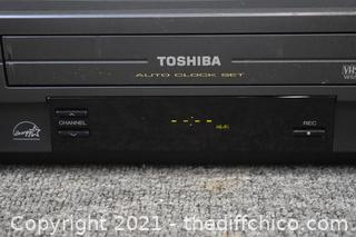 Toshiba VHS Player-powers up