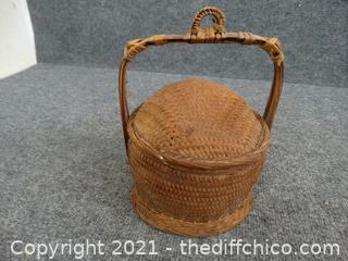 Decretive Basket