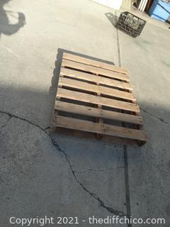 "Wood Pallet 41 1/2""  x 32"" x5"""