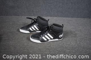 Adidas Shoes - size 9 -look new