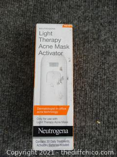 Neutrogena  Light Therapy Acne Mask Activator NEW